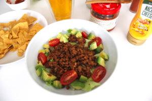 カルディオリジナルのタコライスの素で簡単調理、サルサをプラスするのがおすすめ